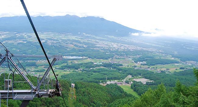 入笠湿原・入笠山はトレッキングの人でにぎわっています。
