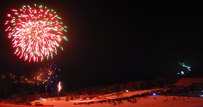雪上花火大会(富士見高原スキー場)が開催されました